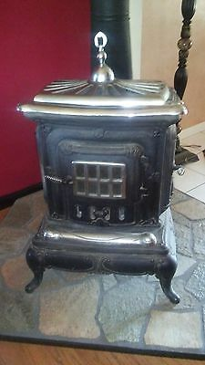 Pot Belly Stove / Parlor Stove Antique Looking, Nice