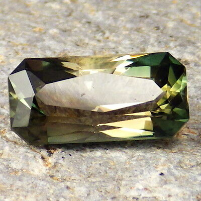 GREEN DICHROIC OREGON SUNSTONE 5.03Ct CLARITY SI2/P1-UNIQUE COLLECTOR GRADE-READ