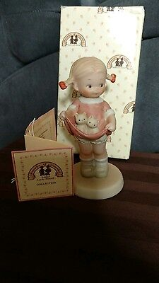 Mint NIB Memories of Yesterday Enesco A Lapful of Luck Girl With Kittens