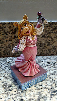 DISNEY Muppets Showcase Collection Miss Piggy Diva? Moi? Collectible Figurine