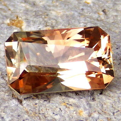 PEACHY-COPPER OREGON SUNSTONE 5.17Ct FLAWLESS-RARE COLOR-FOR HIGH-END JEWELRY!