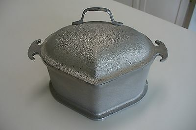 "Guardian Service Ware  9"" X 7"" Aluminum with Lid Triangle Roaster Pan/Pot"