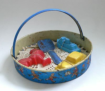 Vintage Tin Metal Beach Sand Sif and Forms set Blech Spielzeug US-Zone 1950's 2