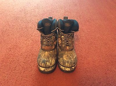Mens camo boots size 8 great condition