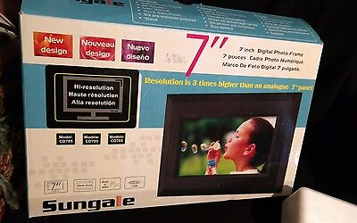 "Sungale CD705 7"" Digital Picture Frame BRAND NEW in BOX Digital Photo Frame"