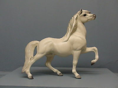 Old DW Hagen Renaker White Head Up Circus Pony