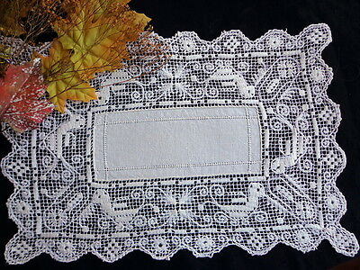 Antique Handmade Zoomorphic FIGURAL LACE BOSA Sardinia Italian Table Mat BIRDS!