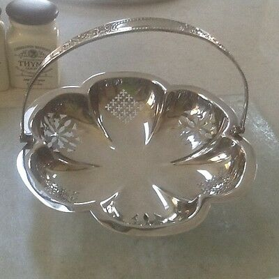 Pretty Vintage Scallop Shaped Silver Plated Bowl Dish with handle