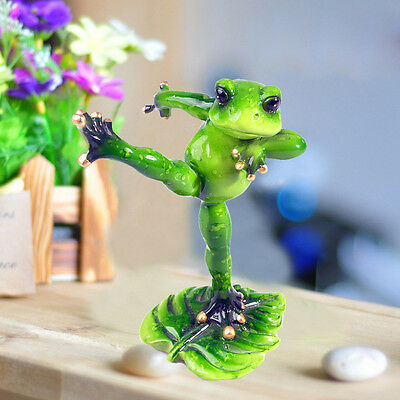 1X Green Frog Figurine Resin Frogs Colleation Decor Kicked Leg Action
