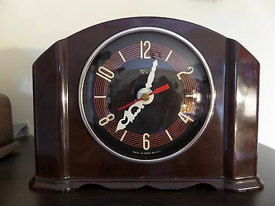 CONVERTED 1940s SMITHS SECTRIC BAKELITE CLOCK FITTED WITH HERMLE QUARTZ MOVEMENT