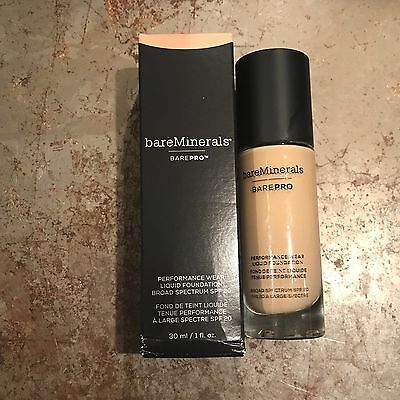 BAREMINERALS barePro Performance Wear Liquid Foundation LIGHT NATURAL+Luxe Brush
