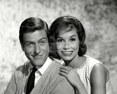 Dick Van Dyke And Mary Tyler Moore - 8X10 Publicity Photo (Zy-811)