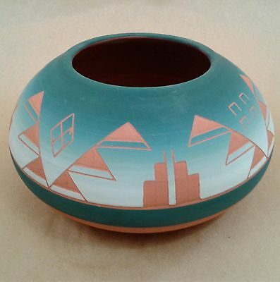 SIOUX POTTERY (Native American Indian) VASE earthenware / terra cotta