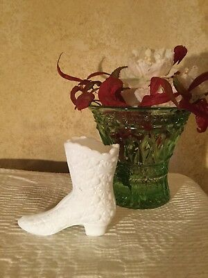 VINTAGE MILK GLASS FENTON LADIES SHOE BOOT Daisy Button Pattern Ex Condition