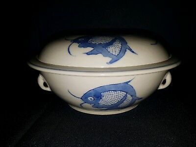 Fabulous chinese porcelain blue white three fish design for Blue and white koi fish