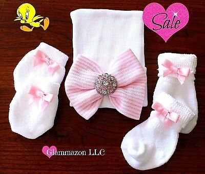 NEWBORN GIRL Take Home Outfit Beanie  Bow - Hat Socks And Mittens 0-3 months