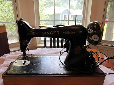 1928 Singer sewing machine w/ Carry Case Model 66 S/N AC034498