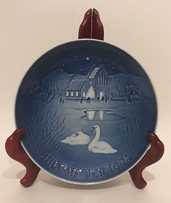 """1974 Royal Copenhagen Collector Plate """"Christmas in the Village"""""""