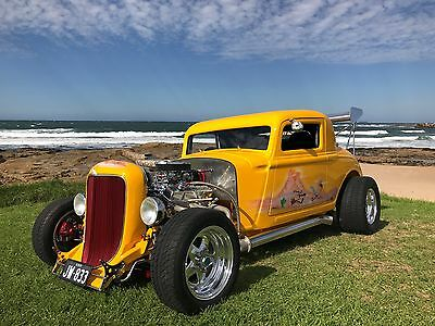 Hot Rod 1933 Plymoth Coupe