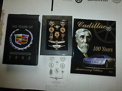 Cadillac 100 years of Innovation (2002), Booklet and Crest Pin set