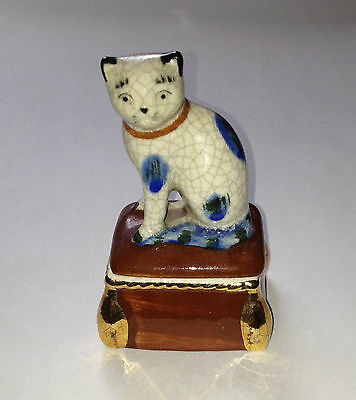 Fitz & Floyd 1981 Cat on Ottoman Trinket Ring Box Gray Blue White Vtg Ceramic