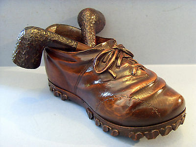 ANTIQUE TREEN LIDDED PIPE HOLDER,CARVED IN THE FORM OF A SHOE, c1900.