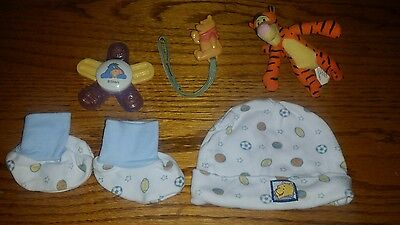 """""""WINNIE THE POOH"""" LOT OF 6 BABY ITEMS (CAP, BOOTIES, PACIFIER HOLDER, etc)"""