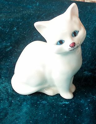 Royal Doulton White Cat Kitten Figurine Made In England