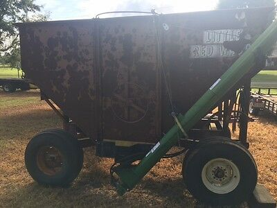 M & W Little red wagon Very Nice Gravity Grain Wagon with Auger
