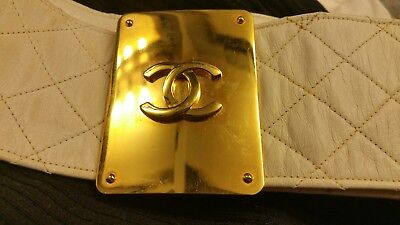 Chanel vintage quilted white leather belt~ wide w/large Chanel logo buckle