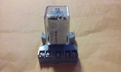 GW EAGLE 22Q3CA12002 120V L80 COIL RELAY with CONNECTION BASE