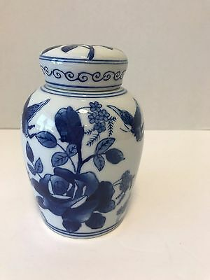 Blue & White Porcelain Ginger Jar / 6""