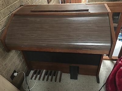 S82 Horner Electric Organ