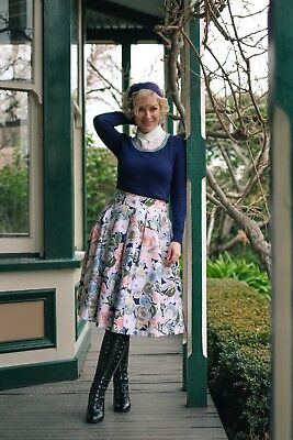 Review Navy Winter Floral Skirt Size 8