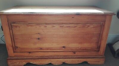 Pine chest blanket box