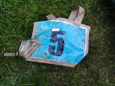 eventing number holder