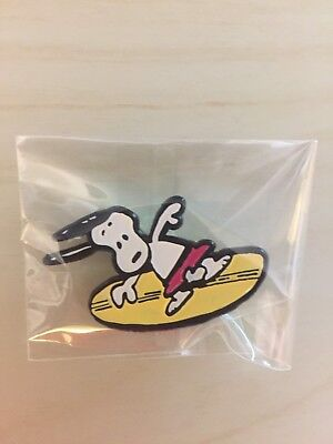 SDCC 2017 Exclusive Peanuts Enamel Pin Button Snoopy Surf NEW