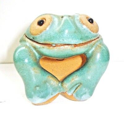Vintage Art Pottery Frog Figurine Beautiful Design Nr