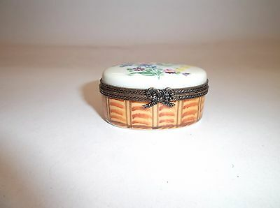 Peint Main Limoges Trinket-Oval Box In Floral And Wicker
