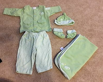 Small Wonders Boys Or Girls 3-6 Months Outfit With Blanket, Booties & Hat