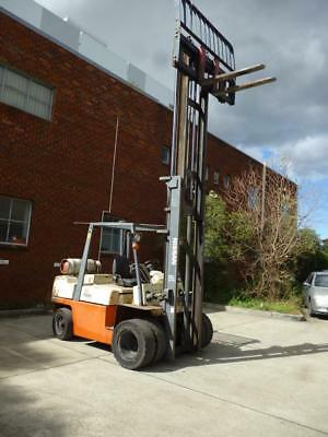 Nissan forklift 4.5 ton in very good condition