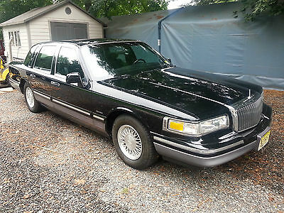 Lincoln: Town Car signature series 1997 town car rare  in black on black leather collector owned