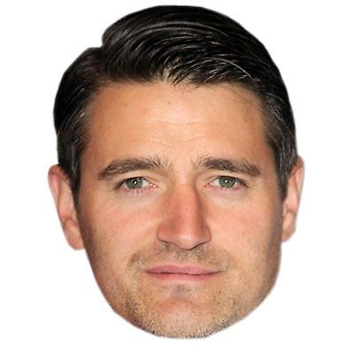 Tom Chambers Maske aus Pappe