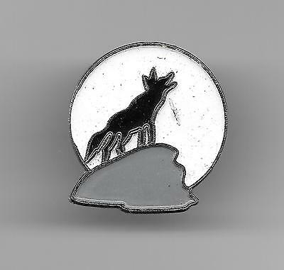 Vintage Coyote on Hill Howling old enamel pin