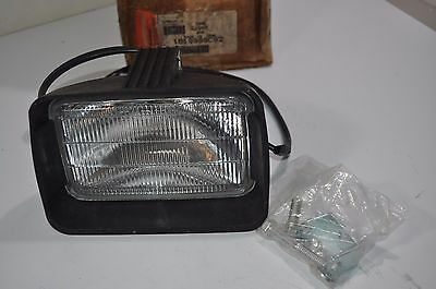 NEW International Navistar Fog Lamp/Light with Hardware Part# 1619999C92
