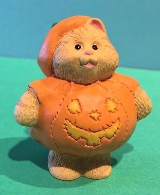 CAMERON CAT wears PUMPKIN COSTUME QFM8147 Hallmark Merry Miniature CAT Figurine