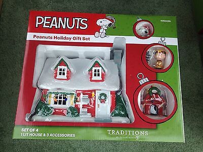 Department 56 PEANUTS /SNOOPY HOLIDAY GIFT SET/4 Piece-4056426 -Lighted