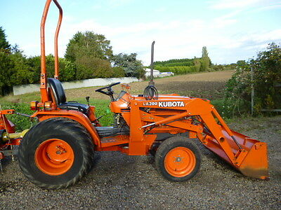 KUBOTA B1750 COMPACT TRACTOR WITH LOADER QUICK RELEASE LOW HOURS 4x4 DIESEL