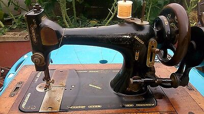 Vintage Singer Sewing Machine With Parts.
