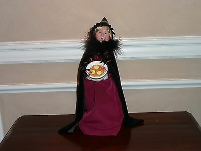 Byers Choice Halloween 2010 Witch With Bowl And Swarm Of Flying Bats ... Htf